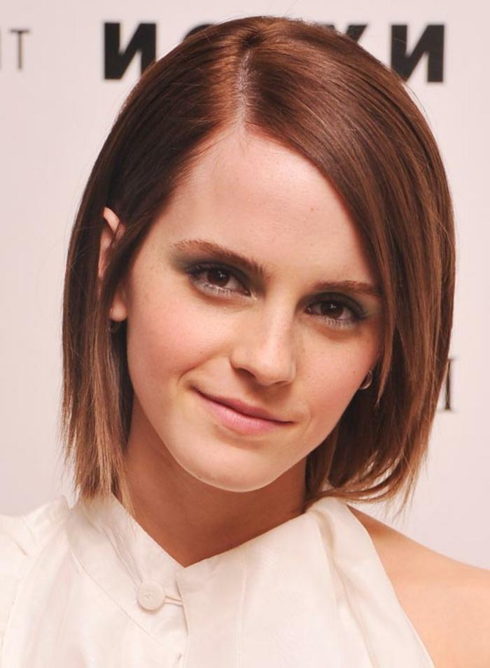 cheveux-roux-et-coiffure-carre-tres-elegante-et-gracieuse
