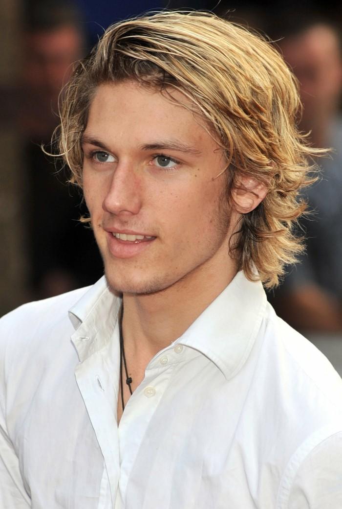 coiffure-homme-cheveux-épais-meche-blonde-homme