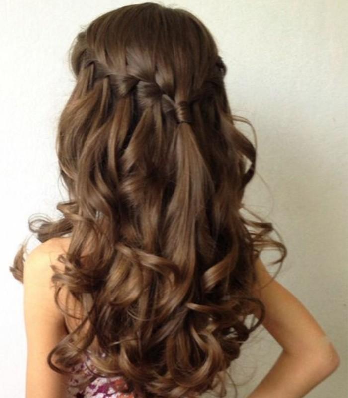 coiffure-parfaite-pour-votre-petite-princesse-jolies-boucles-et-une-tresse