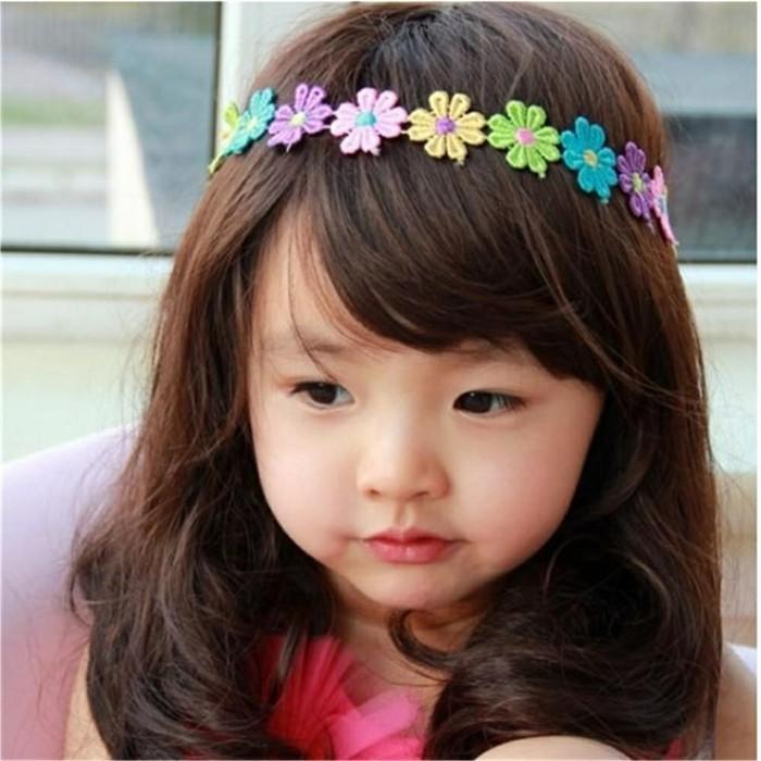 coiffure-petite-fille-extremement-simple-et-jolie-petite-princesse