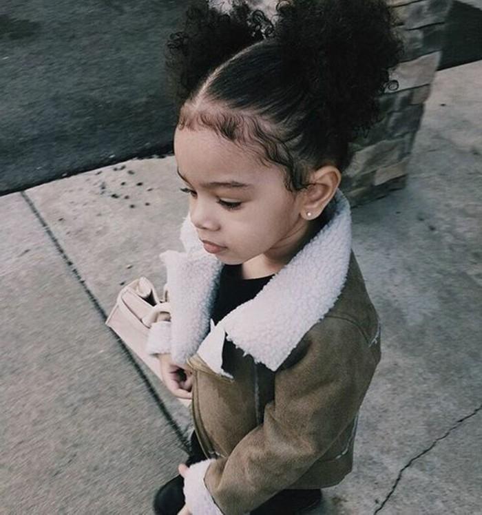 coiffure-petite-fille-macaron-superbe-idee-petite-fille-aux-cheveux-crepus