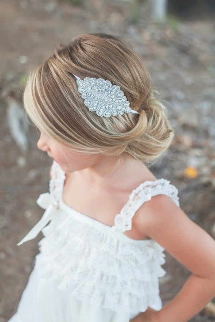 coiffure-petite-fille-mariage-chignon-boheme-tres-elegant