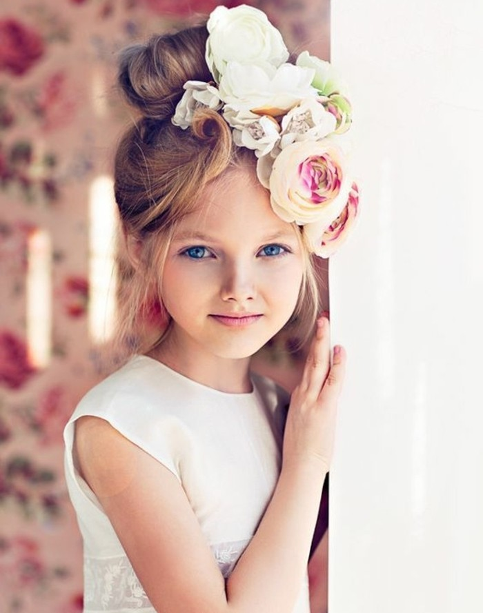 coiffure-petite-fille-mariage-tres-elegante-et-impressionnate-chignon ...
