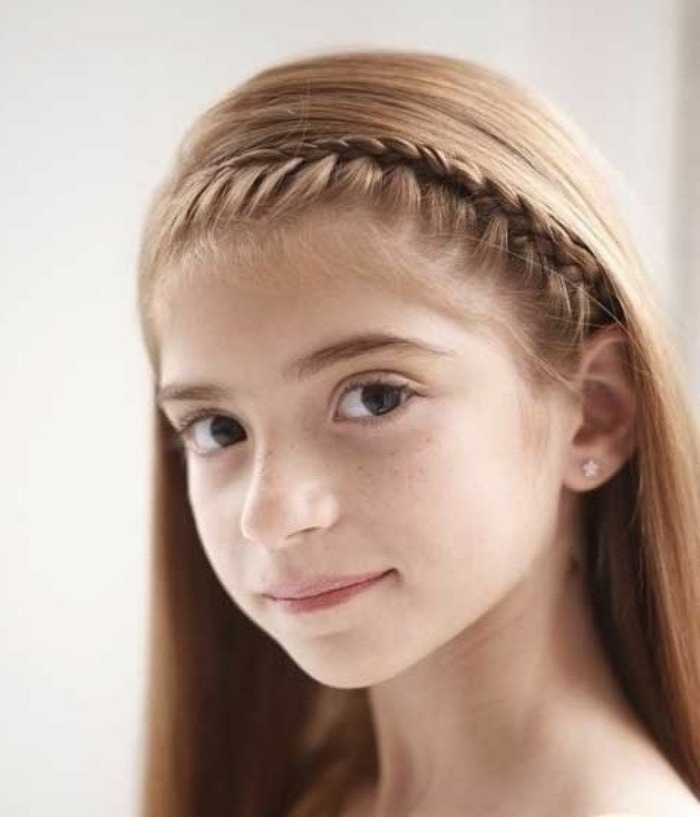 coiffure-petite-fille-tres-elegante-formidable-suggestion-tres-simple