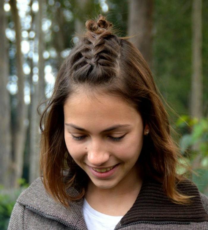 coiffure-simple-et-rapide-tres-convenable-pour-une-fille-adolescente
