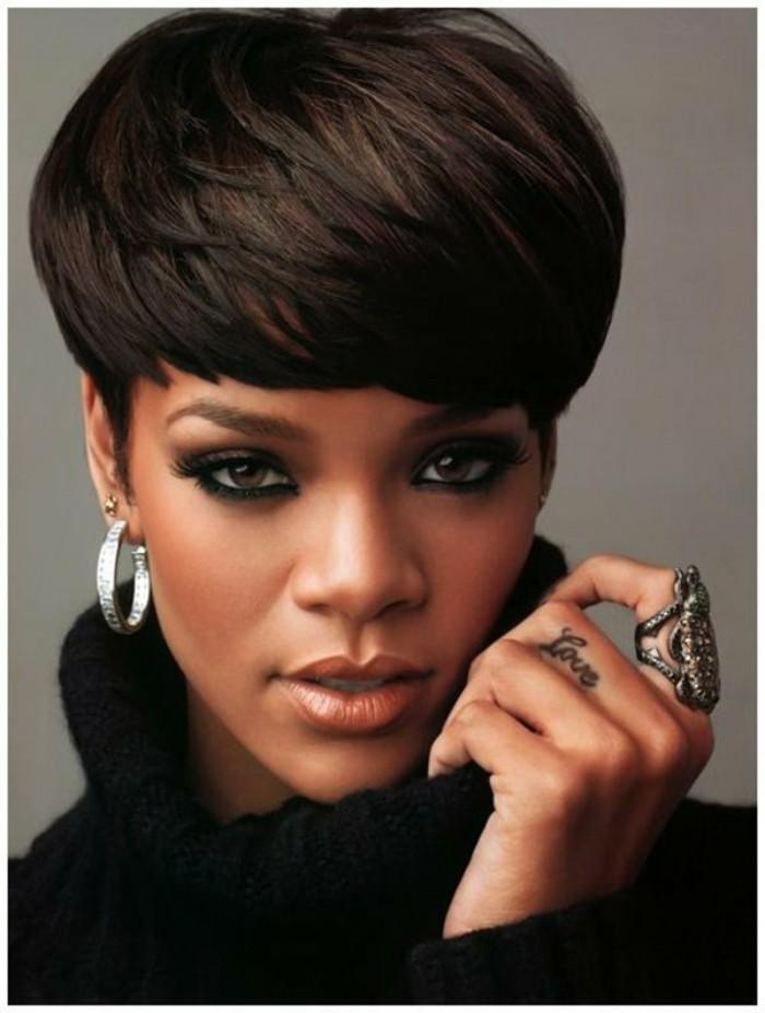 coiffures-courtes-coupe-courte-des-stars-rihanna-coiffure-courte-idee-tendances