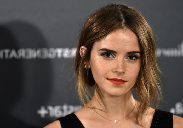 Emma-Watson-avec-une-coiffure-carré-très-sympa-une-idée-coiffure-ado-fillle-top