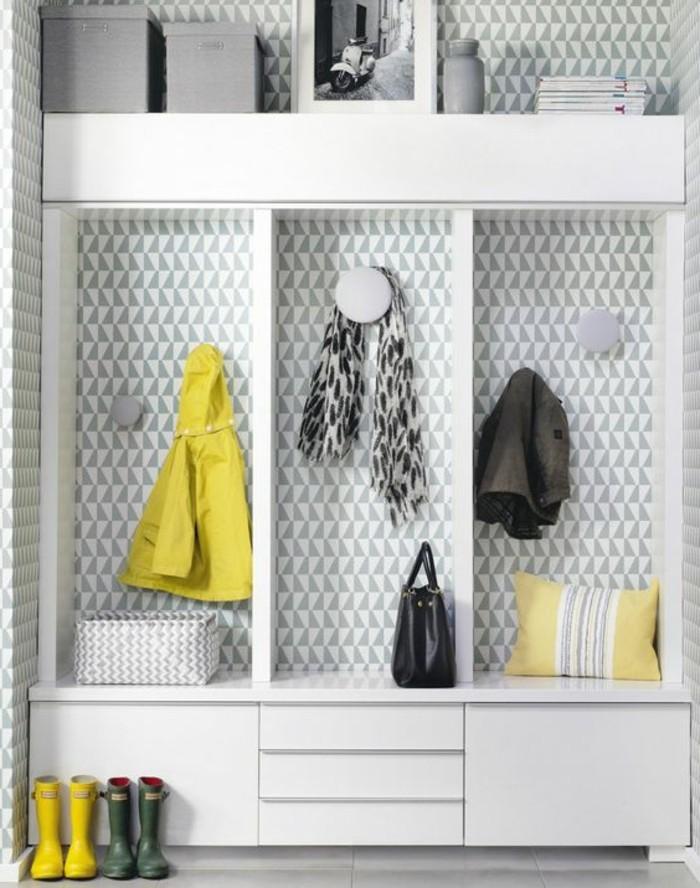 comment-bien-organiser-le-petit-espace-dans-le-couloir-sol-en-parquet-gris