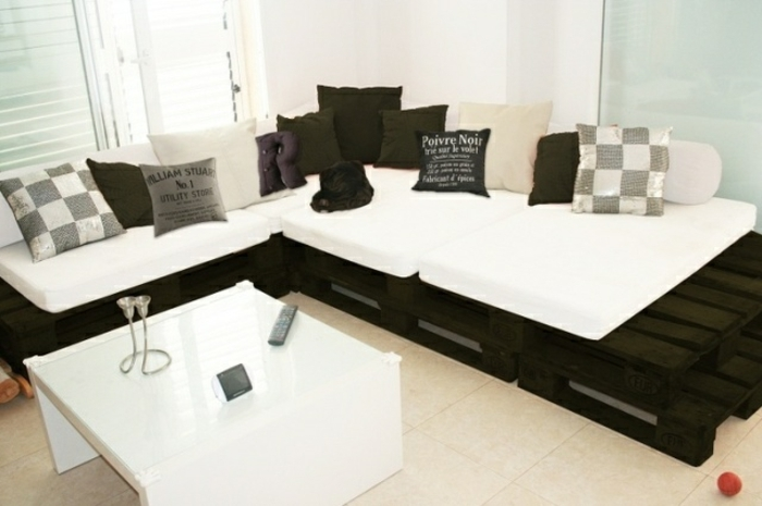 comment fabriquer un canap en palette tuto et 60 super id es. Black Bedroom Furniture Sets. Home Design Ideas