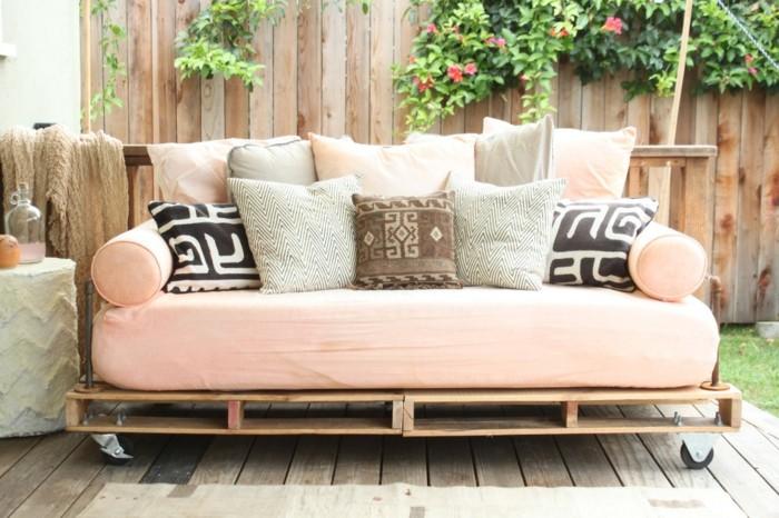 comment-fabriquer-un-canape-en-palette-idee-fantastique-canape-confortable