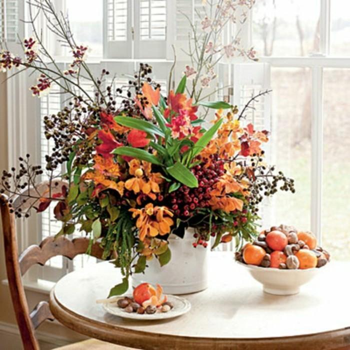 composition-florale-automne-bricolage-automne-a-faire-vous-memes-table-ronde-en-bois