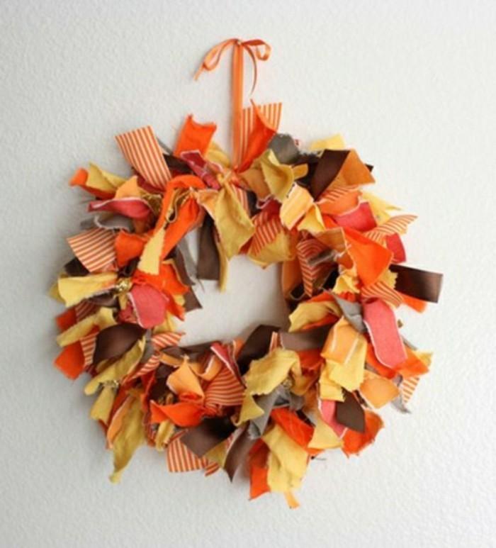 composition-florale-automne-comment-decorer-la-porte-d-entree-pour-halloween