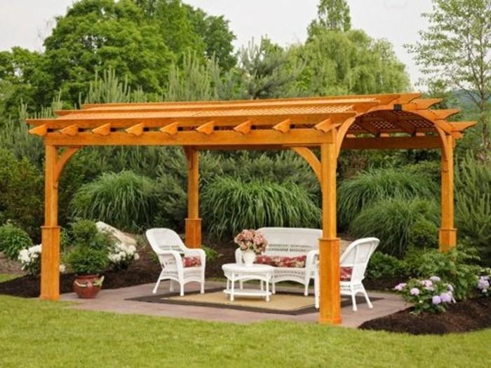 construire-une-pergola-bois-toiture-en-arc-design-tres-elegant-meubles-blancs