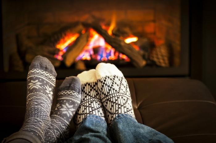 cosy-soiree-saint-valentin-idee-cheminee-et-embrasse