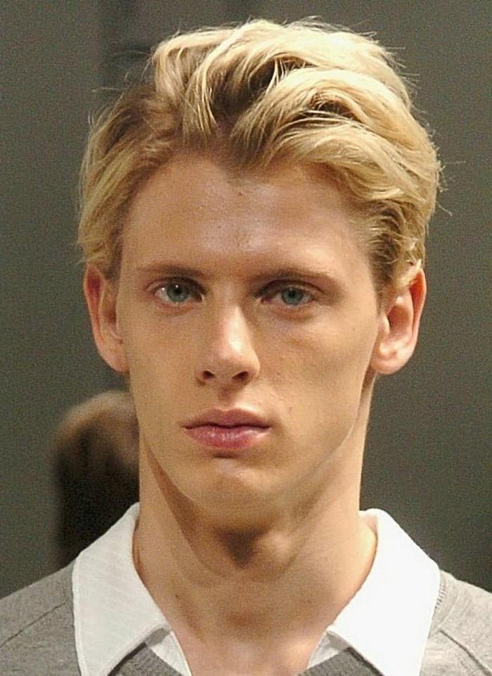 couleur-et-meche-meche-blonde-homme-