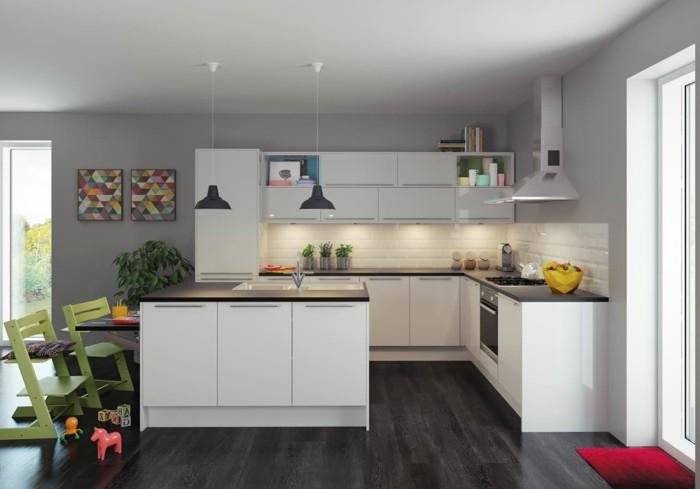 couleur-peinture-cuisine-grise-meubles-cuisine-blancs-plan-de-travail-noir-deco-murale-interessante