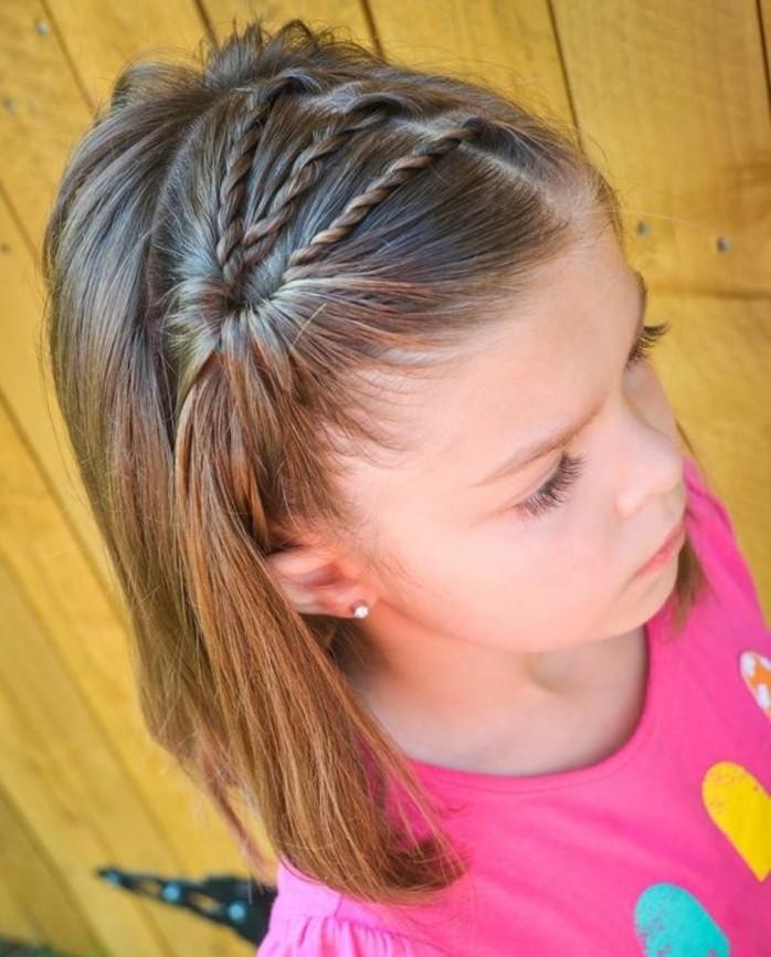 coupde-de-cheveux-carre-et-jolie-coiffure-avec-tresse-enfant