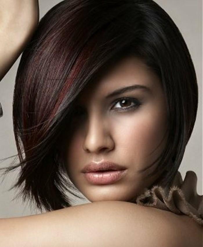 coupe-courte-asymetrique-femme-couleur-de-cheveux-rouges-coiffure-courte-cheveux-rouges