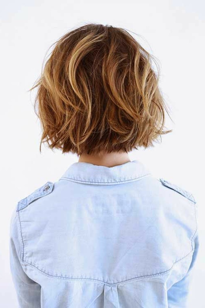 coupe-courte-balayage-blonde-coiffures-chic-femme-couleur-marron-dore