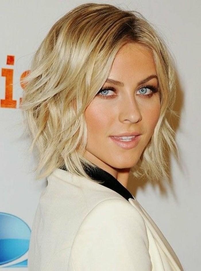 coupe-courte-degradee-coiffure-femme-blonde-aux-yeux-bleus
