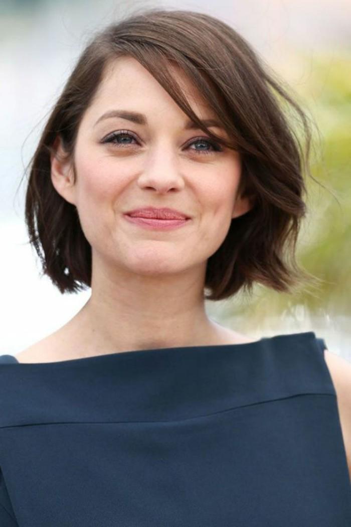 coupe-courte-des-stars-idees-coiffures-courtes-femme-levres-roses-yeux-bleus