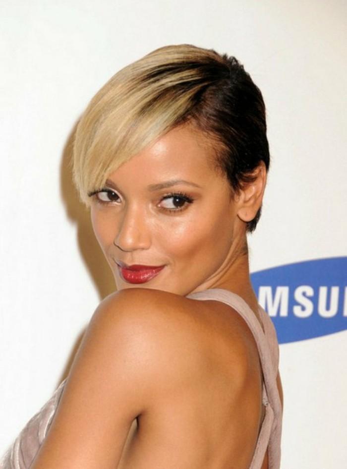 coupe-de-cheveux-courte-asymetrique-blonde-et-marron-doublecouleur-marron-et-blond
