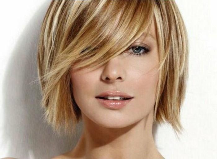 coupe-de-cheveux-courte-balayage-blond-levres-roses-coupe-courte-degradee