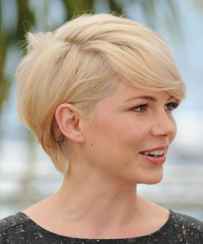 coupe-de-cheveux-femme-court-blond-clair-coiffure-femme-50-ans-idees