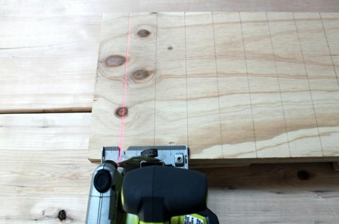 couper-des-pieces-de-bois-meuble-diy-pour-tv