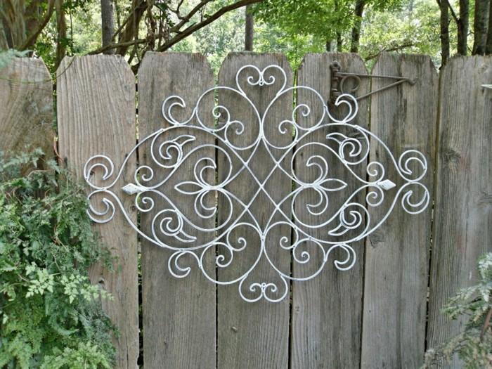 decoration-murale-exterieure-panneau-bois-jardin