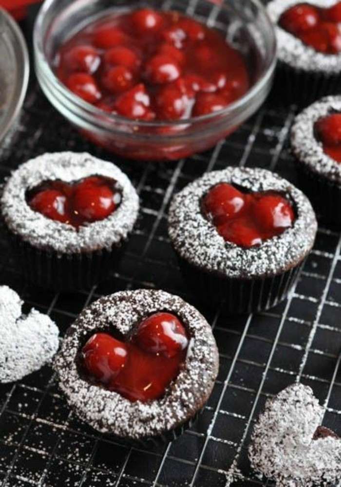 delicieux-dessert-pour-saint-valentin-couple-cerises
