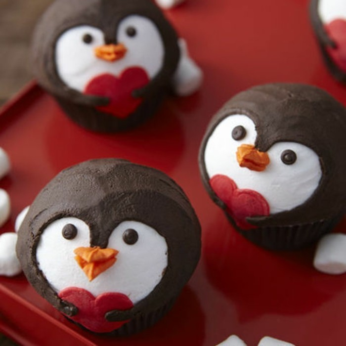 delicieux-dessert-pour-saint-valentin-couple-pinguins-mignons