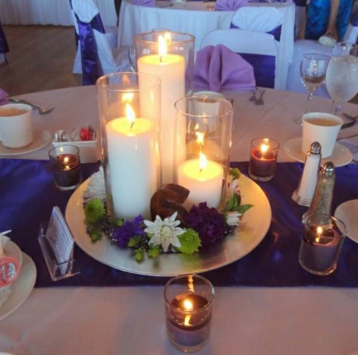 deco-table-automne-composition-florale-automne-chemin-de-table-violette-nappe-blanche