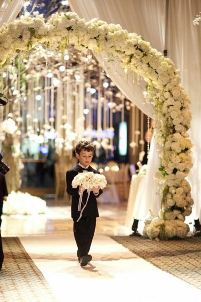 decoration-evenementielle-mariage-decoration-salle-de-mariage-arche-de-mariage-en-fleurs-blanches