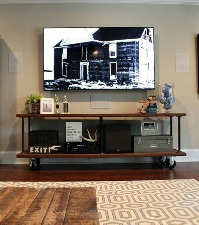 diy-meuble-tv-en-bois-marron-meuble-a-roulettes-idee-tres-pratique