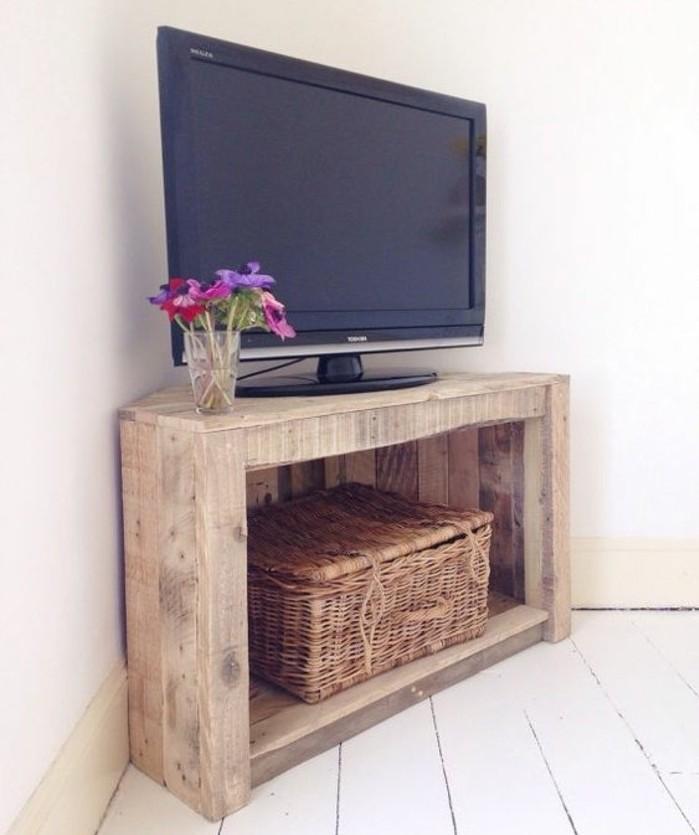 diy-meuble-tv-minimaliste-qui-va-ajouter-une-touche-rustique-a-la-deco-de-votre-salon