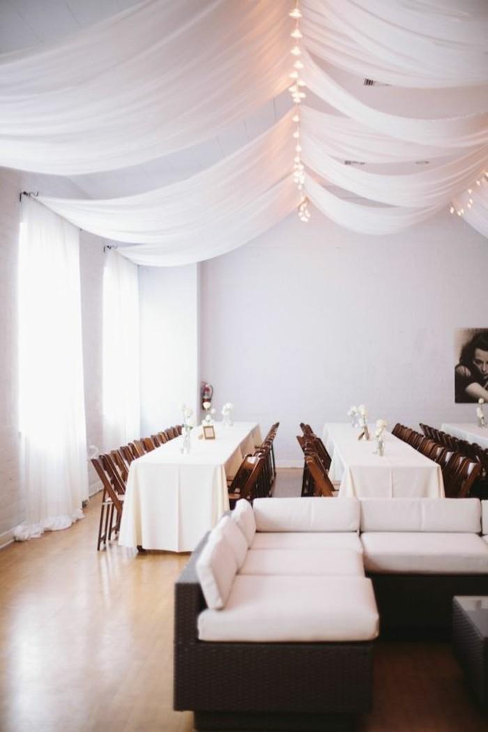 drape-plafond-mariage-en-blanc-deco-table-mariage-idee-originale-pour-salle-de-mariage