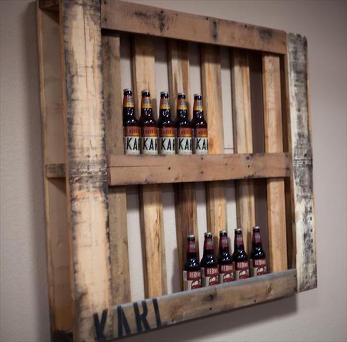 etagere-en-palette-meuble-bar-bieres-bouteilles-bois