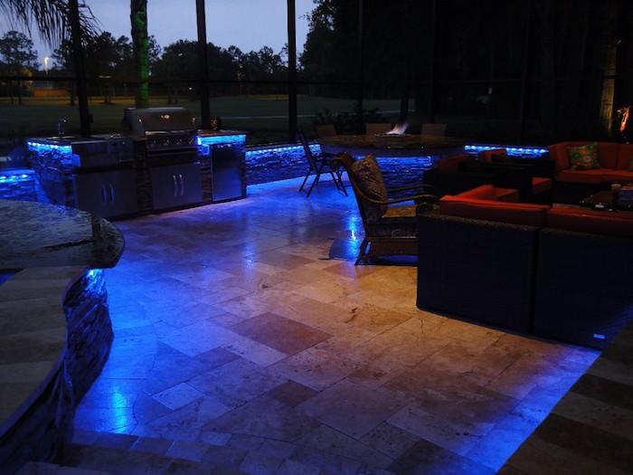 eclairage-exterieur-terrasse-lumiere-bleue-jardin