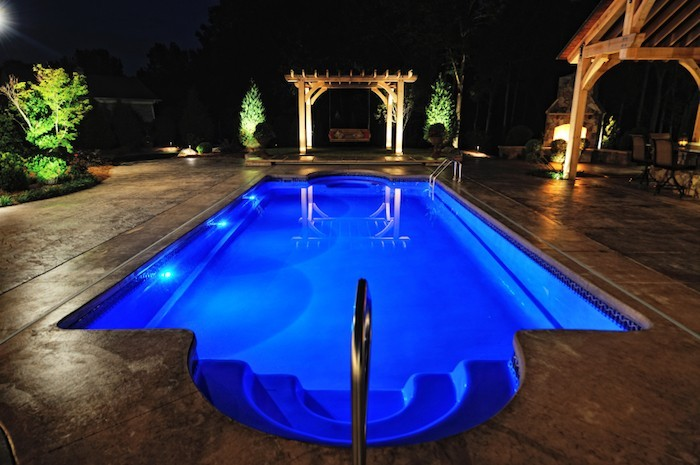 eclairage-led-piscine-eclairer-bassin