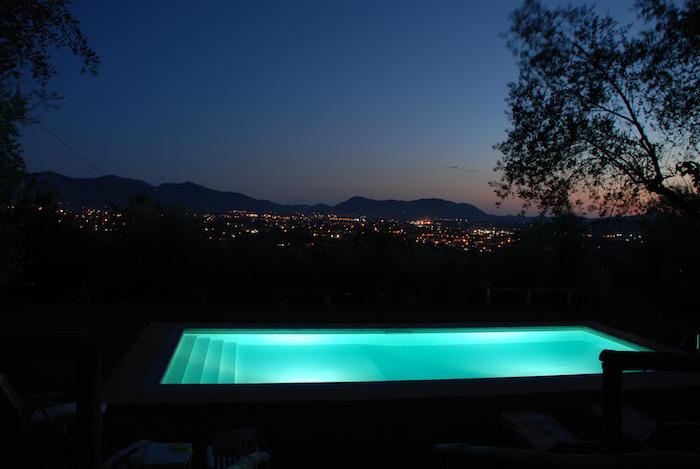 eclairage-piscine-ampoule-led-turquoise