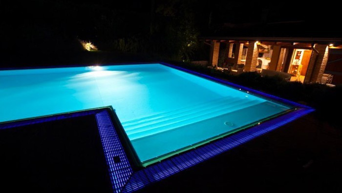 eclairage-piscine-ampule-led-lumieres-deco
