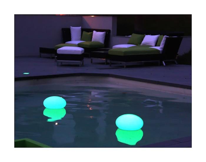 Clairage piscine 56 id es et conseils pour la sublimer for Galet lumineux exterieur
