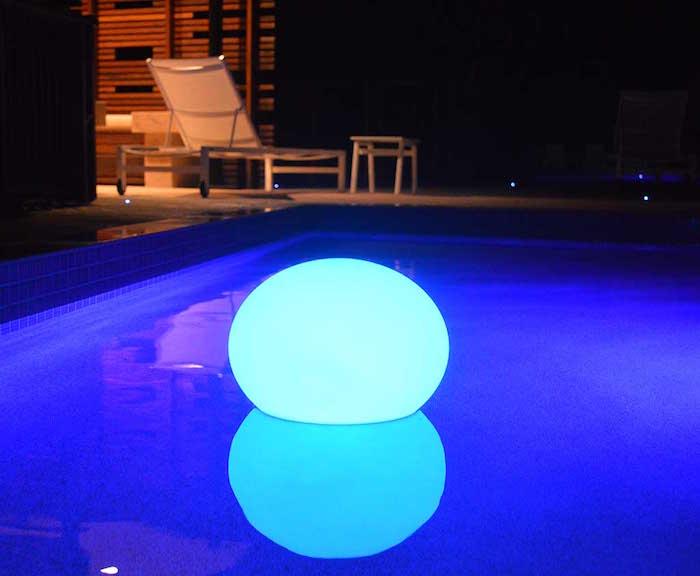 eclairage-piscine-led-boule-lumineuse-flottante-deco-jardin-eau