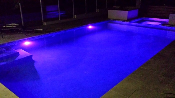 eclairage-piscine-led-violet