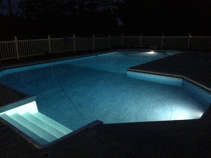 eclairage-piscine-lumiere-spot-projecteur