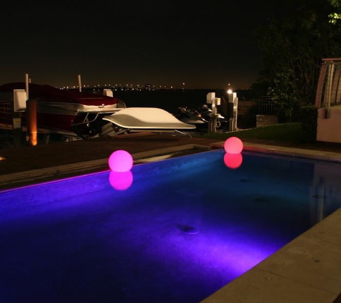 eclairage-piscine-objet-lumineux-flottant-led