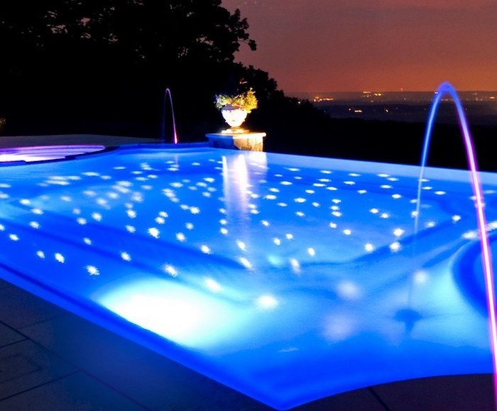 eclairage-projecteur-eclairer-piscine-spot-ampoule-led