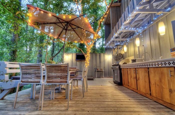 Clairage terrasse 60 id es et conseils pour un for Guirlande exterieur terrasse