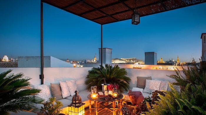 eclairage-terrasse-lanternes-jardin-mediterraneen